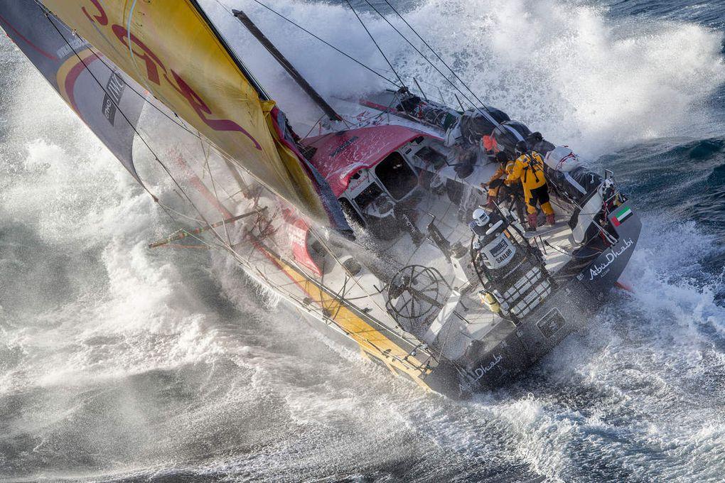 AkzoNobel et Awlgrip fournisseurs officiels du chantier de la Volvo Ocean Race!