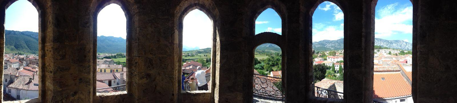 Photo panoramique en haut du Chapitre, 7 côtés mais 6 ouvertures.
