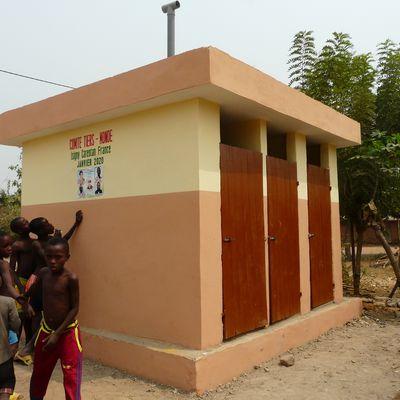 Des latrines au village de Gbognonhoué.