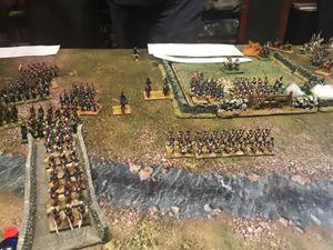 pendant que la cavalerie contourne les français envoie leur infanterie légère sur leur flanc droit et la cavalerie sur l'aile gauche