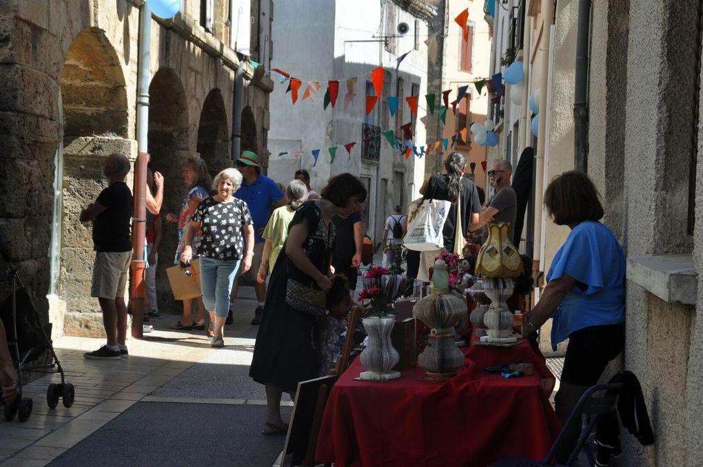 En 10 photos sur la rue Arago avec les artisans d'art ou artistes.