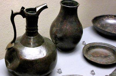 Cruche en bronze à bec verseur, musée de Picardie