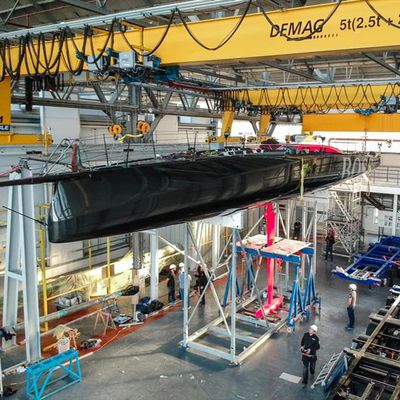 Hugo Boss completes keel repairs and is ready for launch