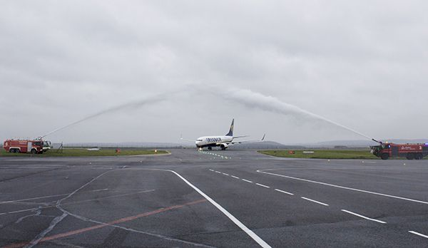 Water salute rynair base paris beauvais