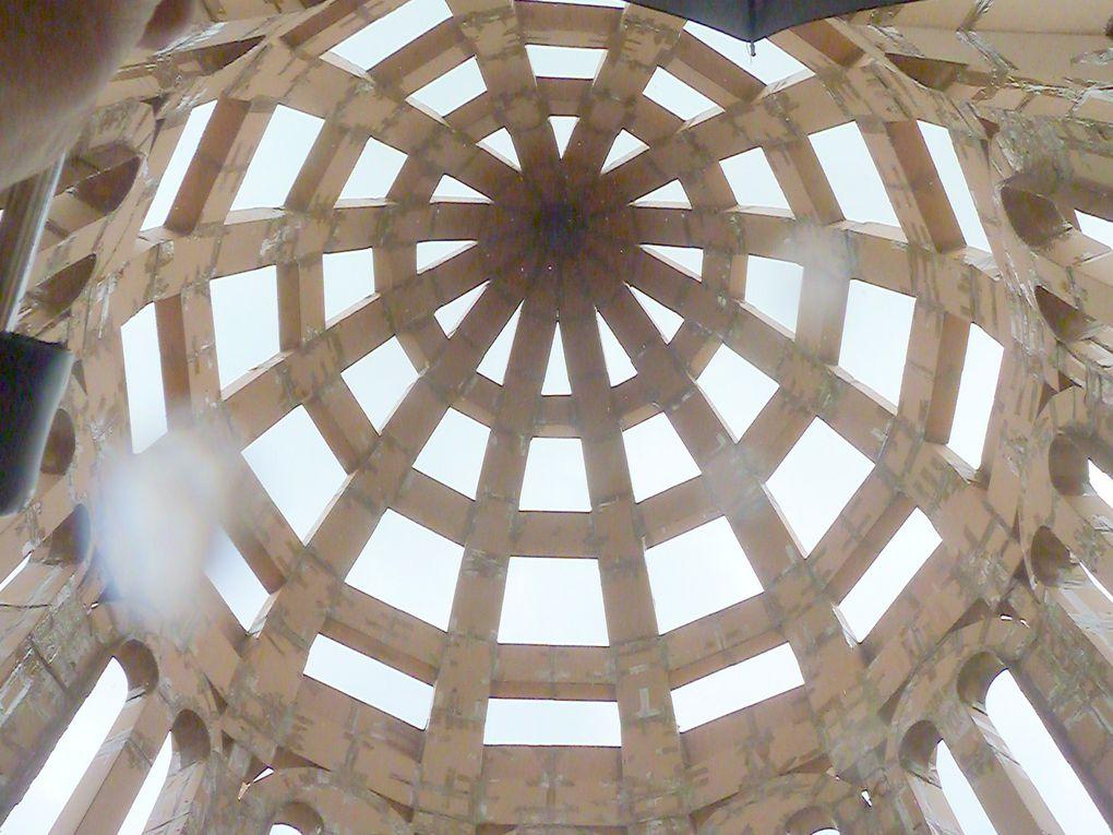 Après la construction, avec environ 1000 éléments (cartonnage) et pour une tonne, avec 18 mètres de haut, rencontre.....
