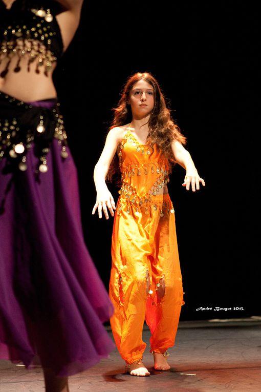 Spectacle de fin d'année de l'association Yalla Raqasa avec Maëva comme invitée.