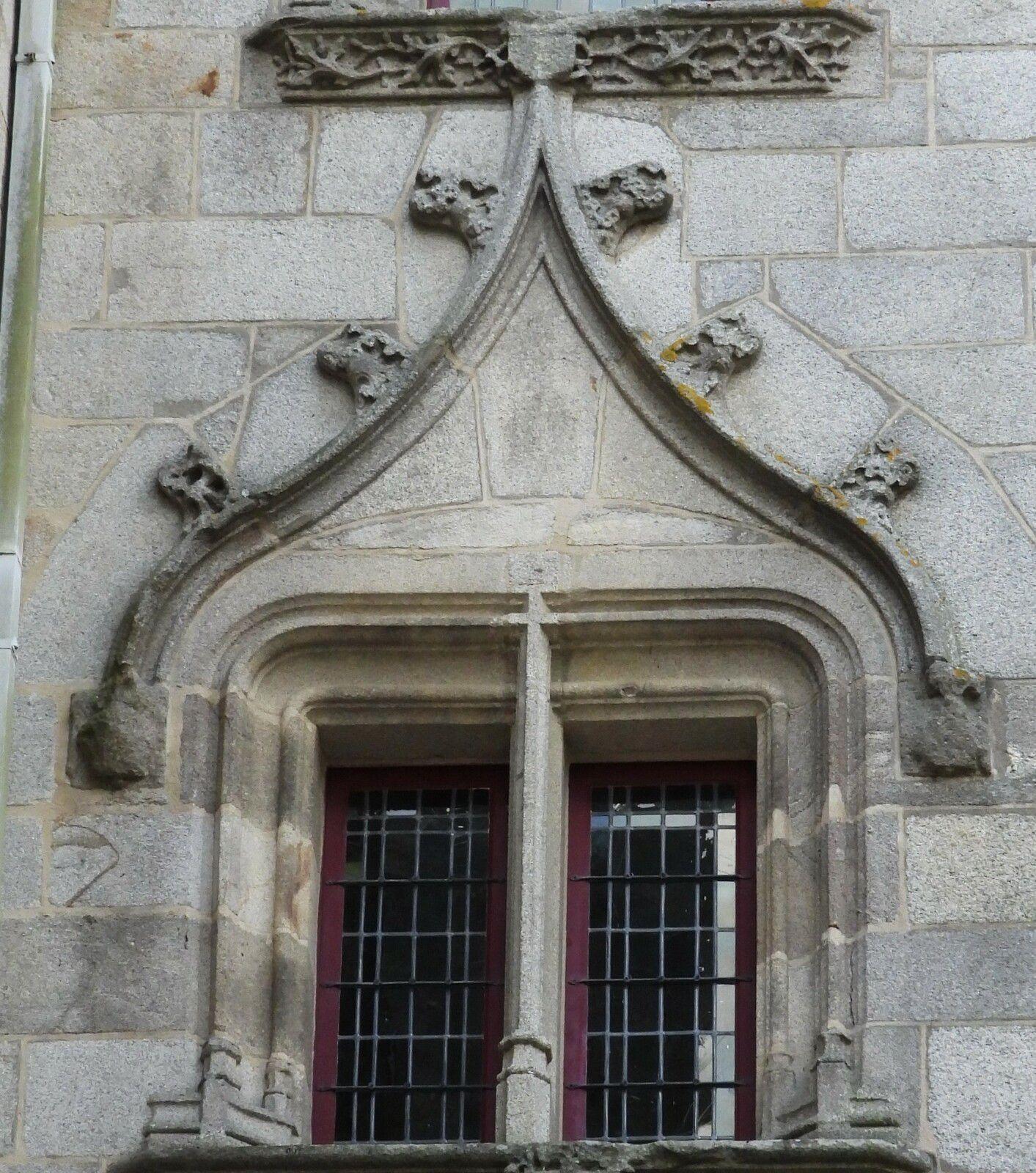 Tour épiscopale (leucogranite, 1507) de Claude de Rohan à Quimper. Photographie lavieb-aile 2021.