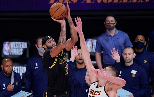 Anthony Davis sauve les Lakers au son de la sirène face à Denver