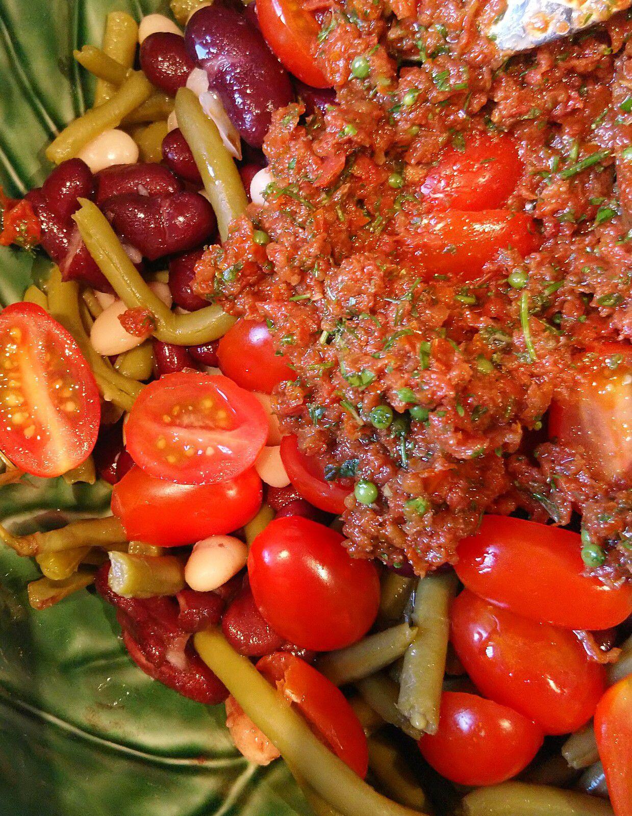 Recette salade veggie protéinée avec haricots et tomates