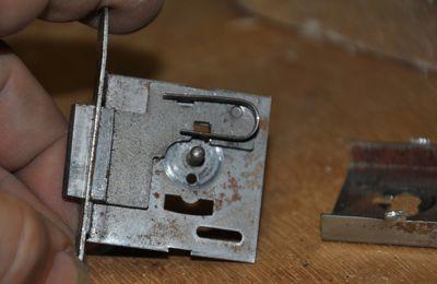 Réparation d'une petite serrure de meuble
