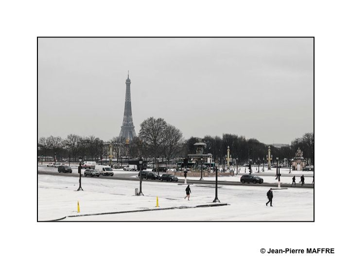 Quel plaisir de contempler Paris sous son grand manteau neigeux.
