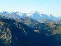 vue panoramique sur les alpes bernoises, le lac de thun