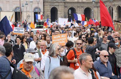 Manifestation anti passe sanitaire, les autorités constatent une décrue, week-end après week-end selon l'AFP : 80.000 personnes dans toute la France selon le gouvernement