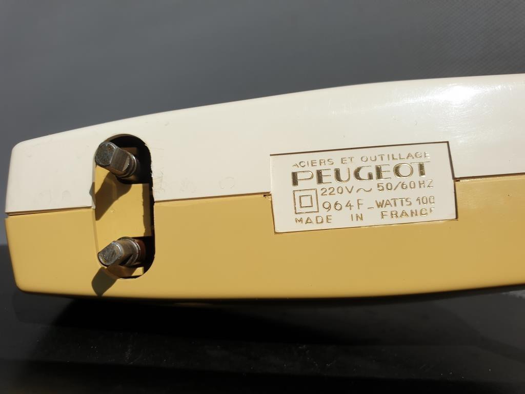 BATTEUR CHANTILLY PEUGEOT Frères 1958 design Roger TALLON - 25 euros