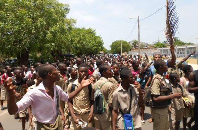Les élèves du public au Togo en furie : c'est la panique générale