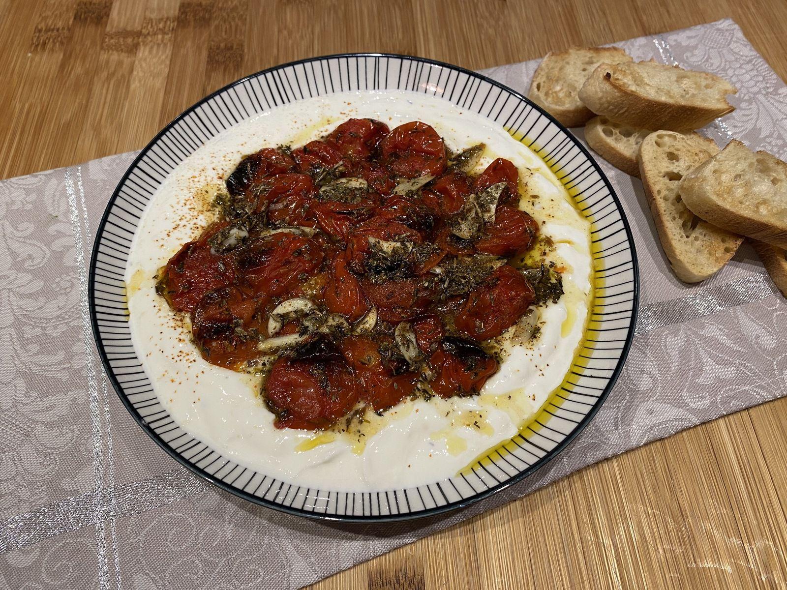 Chaud-froid de tomates cerise au yaourt citronné de Yotam Ottolenghi