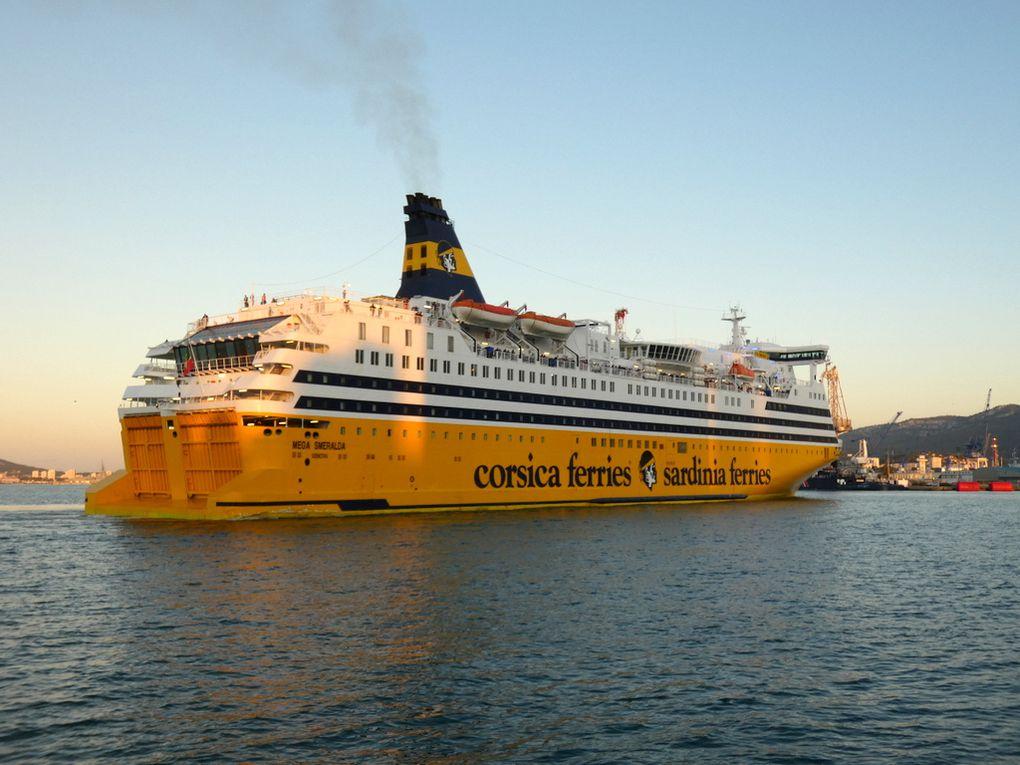 MEGA SMERALDA , arrivant au port de Toulon le  29 septembre 2019