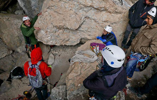 Entretien, rééquipement, équipement d'un site naturel d'escalade.