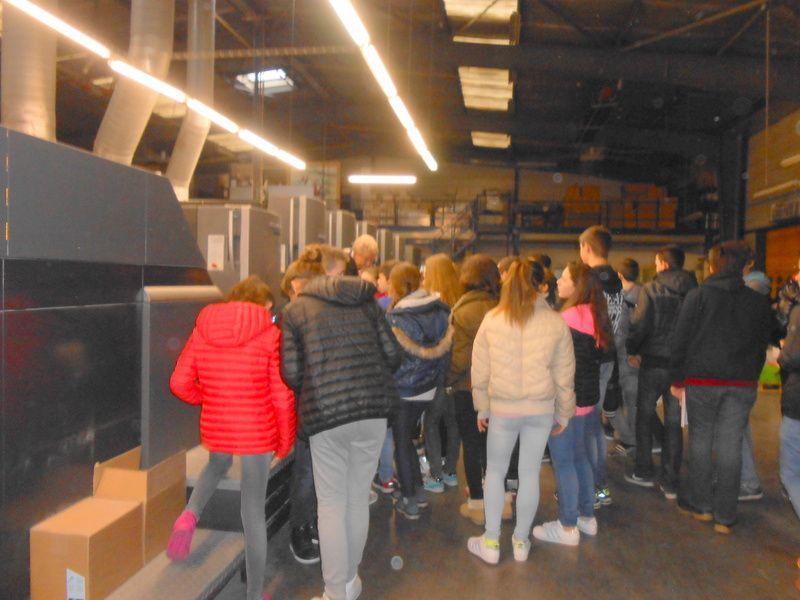Une classe de collège à la découverte de l'imprimerie...
