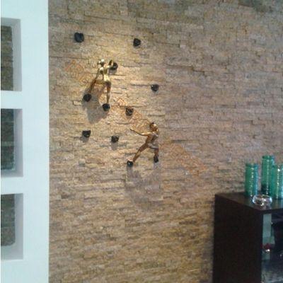 ARMINDA y SOMBRA en pared de espacato