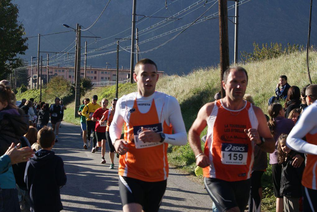 Retour en quelques images sur l'édition 2011 des 10 km de Saint-Jean-de-Maurienne, organisée par l'Union Athlétique de Maurienne.  Photos : L.Pavis