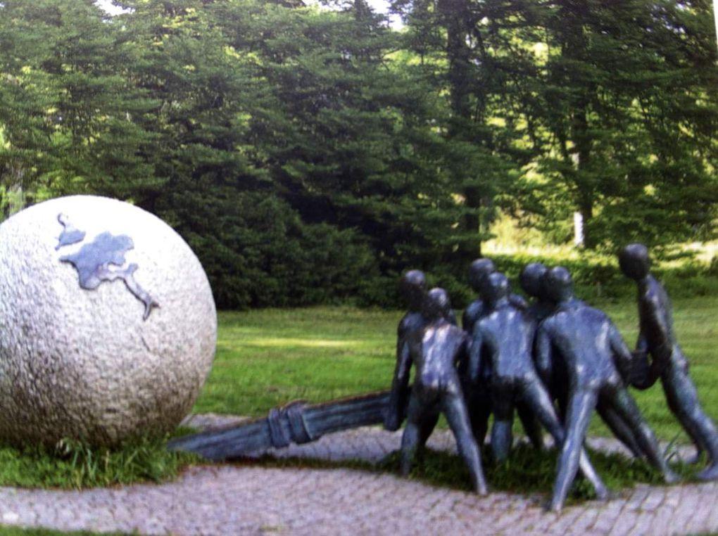 Peter Ellis Statue Parc de la Tête d'or à Lyon, Atma Singh méditant sur l'arrête de l'Hamperokken Tromso Norvège.