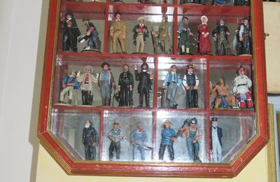 FIGURINES FAR WEST / COLLECTION DEL PRADO
