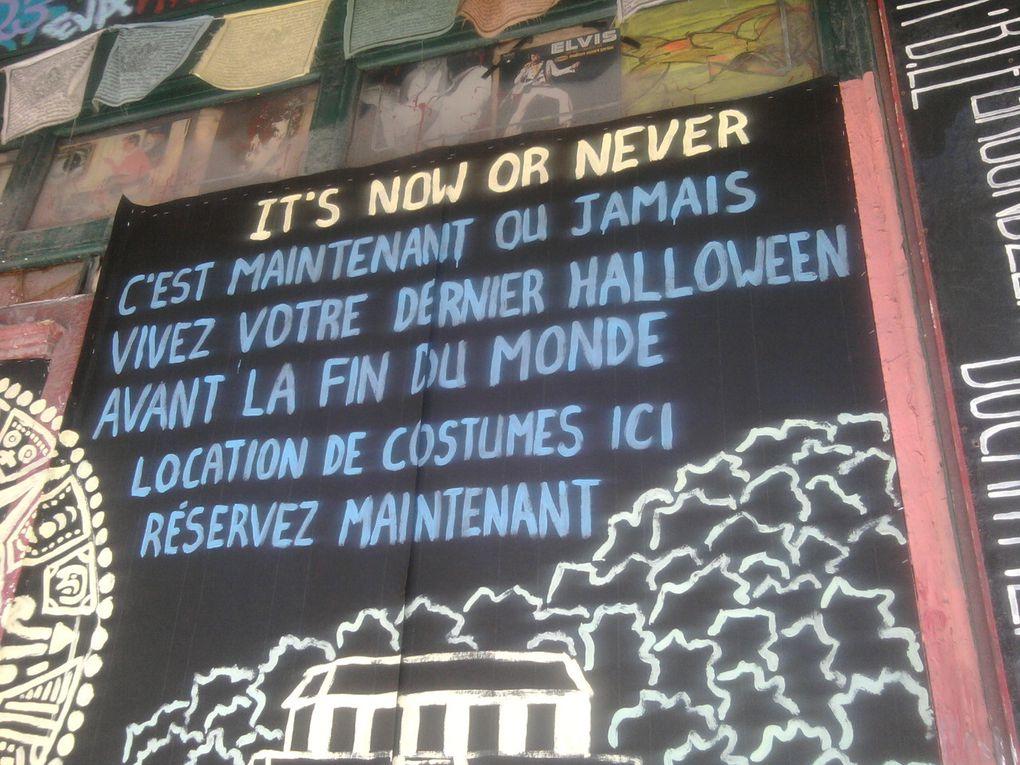 À l'approche de la Toussaint, les affiches adaptent leurs messages.