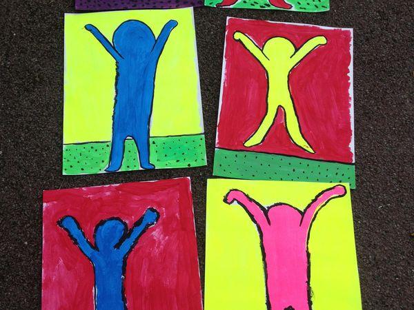 """""""le personnage"""" façon Keith Haring, au crayon, au feutre, sculpture plâtre"""