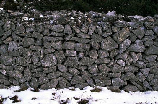 Mur de pierres grises
