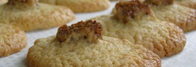 Petits sablés au miel fourrés à la pâte de figues
