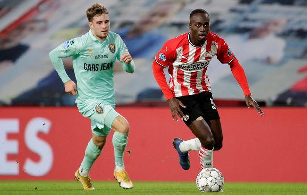 Pays-Bas : Le PSV dispose de Den Haag et s'accroche au podium
