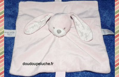 Doudou plat lapin rose, bout'chou jolies petites fleurs, velours, doudoupeluche.fr