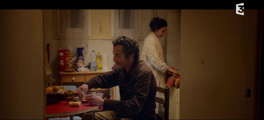 Cliquez sur la flèche à gauche ou à droite. D'autres images d'Hafed dans le film. Les autres acteurs sont, bien sûr, dignes d'intérêt mais voyez les plutôt in situ.