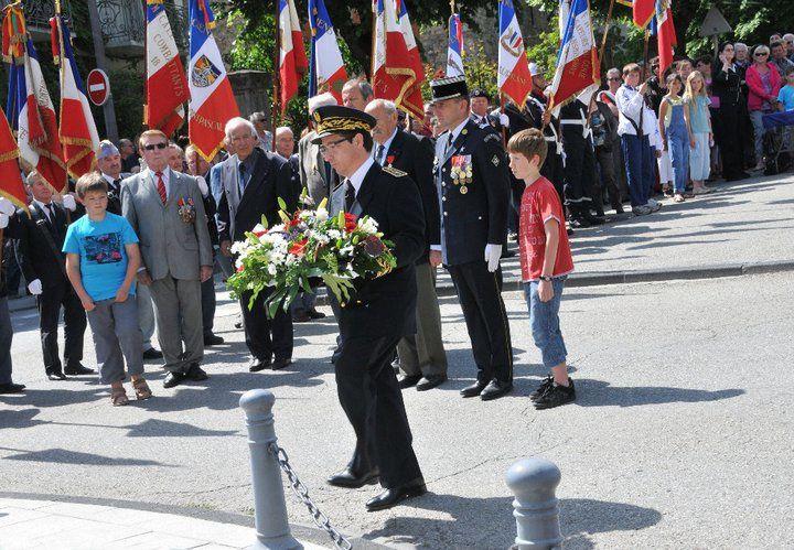 Beaucoup de monde et d'anciens combattants pour la célébrer la Victoire de 1945.  Des décorations remises, notamment à Jocelyn Truchet, blessé en Afghanistan.  Photos : D.Meindre, P.Dompnier