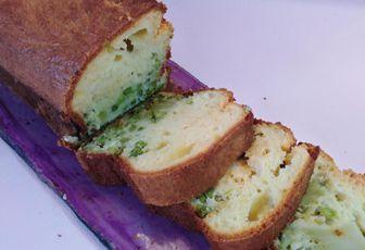 CAKE AU BROCOLI, PETITS POIS ET FETA / Plat du jour