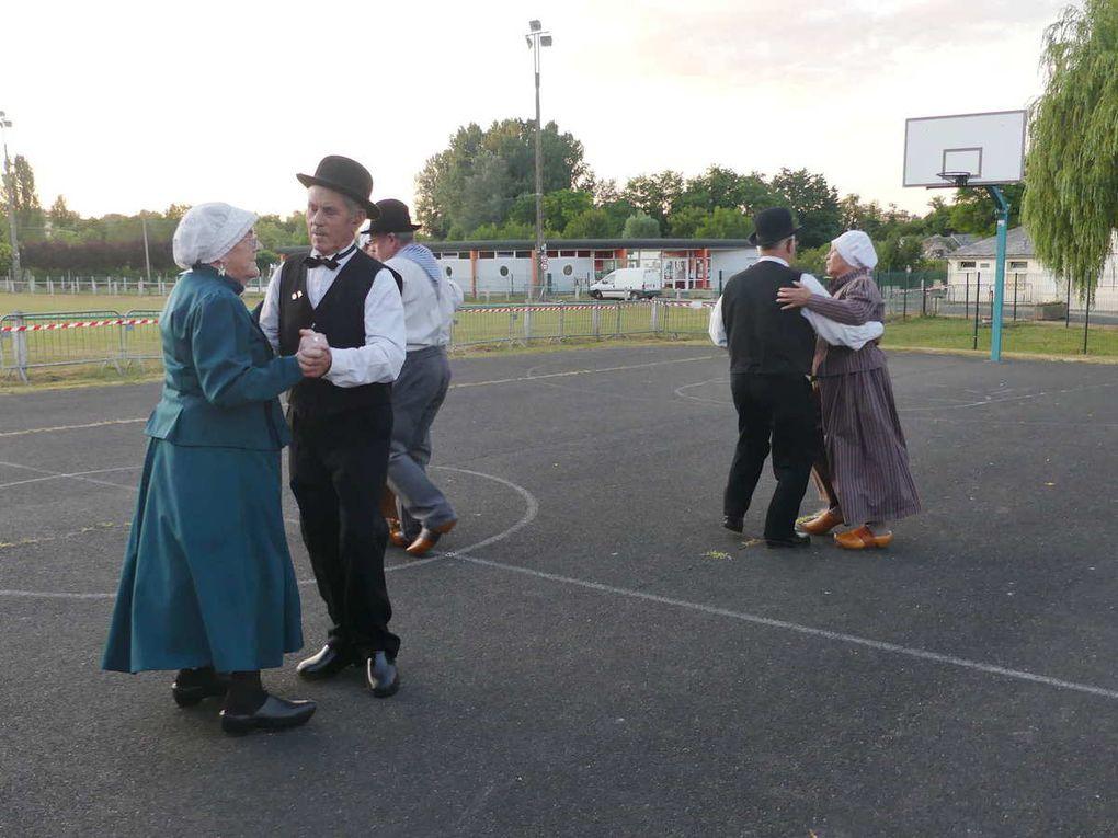 Les Danseux du Nais dansant la polka