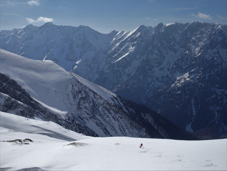 dans les 1700 mètres de la descente ouest du Rochail, en bonne partie en poudreuse