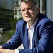 """Présidentielle 2022 : avec sa """"caravane des jours heureux"""", le PCF tente de faire connaître son candidat, Fabien Roussel"""