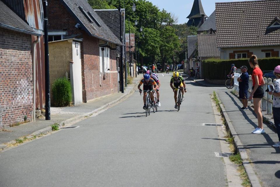 Course UFOLEP GS de Claville (27) victoire de Yann Breton (EC Avraise)