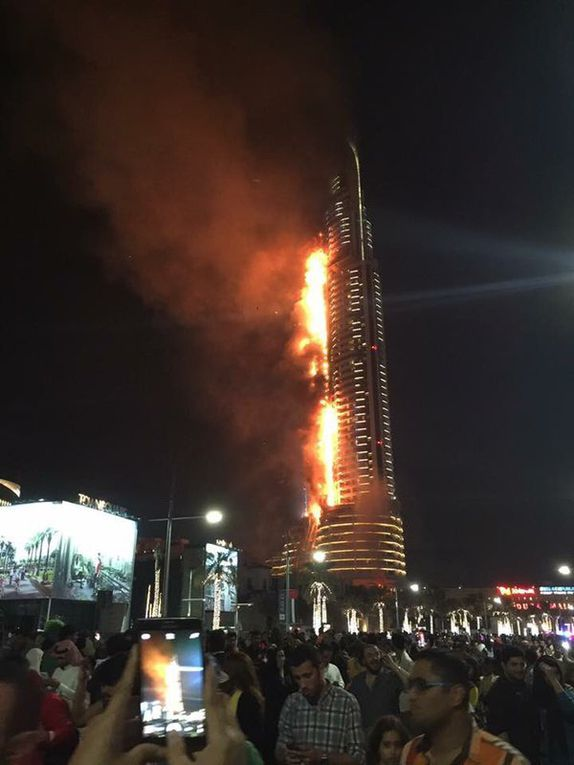Un énorme incendie dans l'hôtel Address Downtown avant les célébrations du Nouvel An