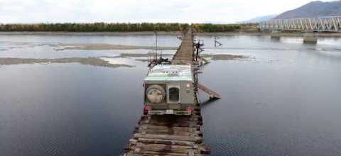 Un pont précaire en Sibérie