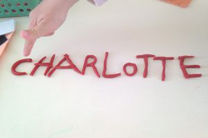 Charlotte en pate à modeler