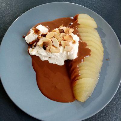 Poire Belle-Hélène et crème Chantilly de Cyril Lignac dans tous en cuisine