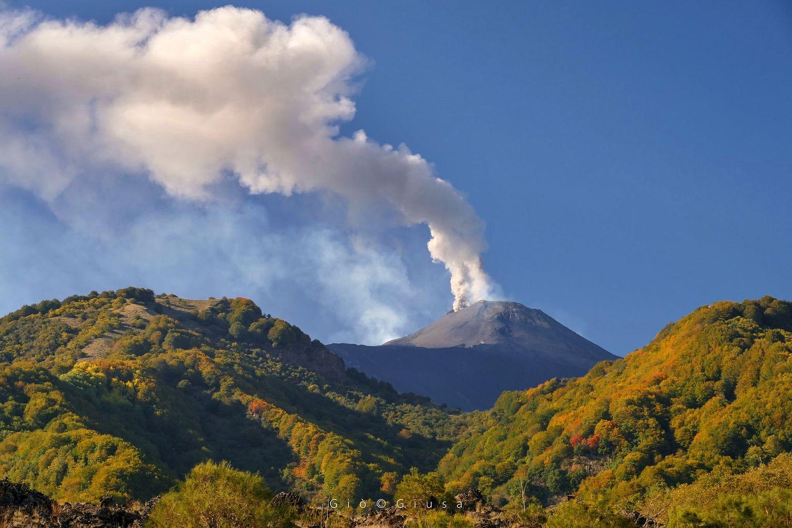 "Etna NSEC ""mouth of the saddle"" - degassing on 22.10.2020 - photo Gio Giusa"