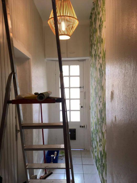 Un pas à pas qui nous aura pris 4 jours, 2 pour les peintures, 2 pour le tapissage et la déco!