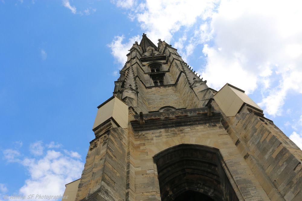 La basilique St Michel, ses vitraux contemporains, sa flèche...