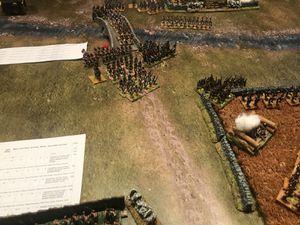 L'artillerie de la garde anglaise tire à la mitraille faisant des dégâts important et surtout ...