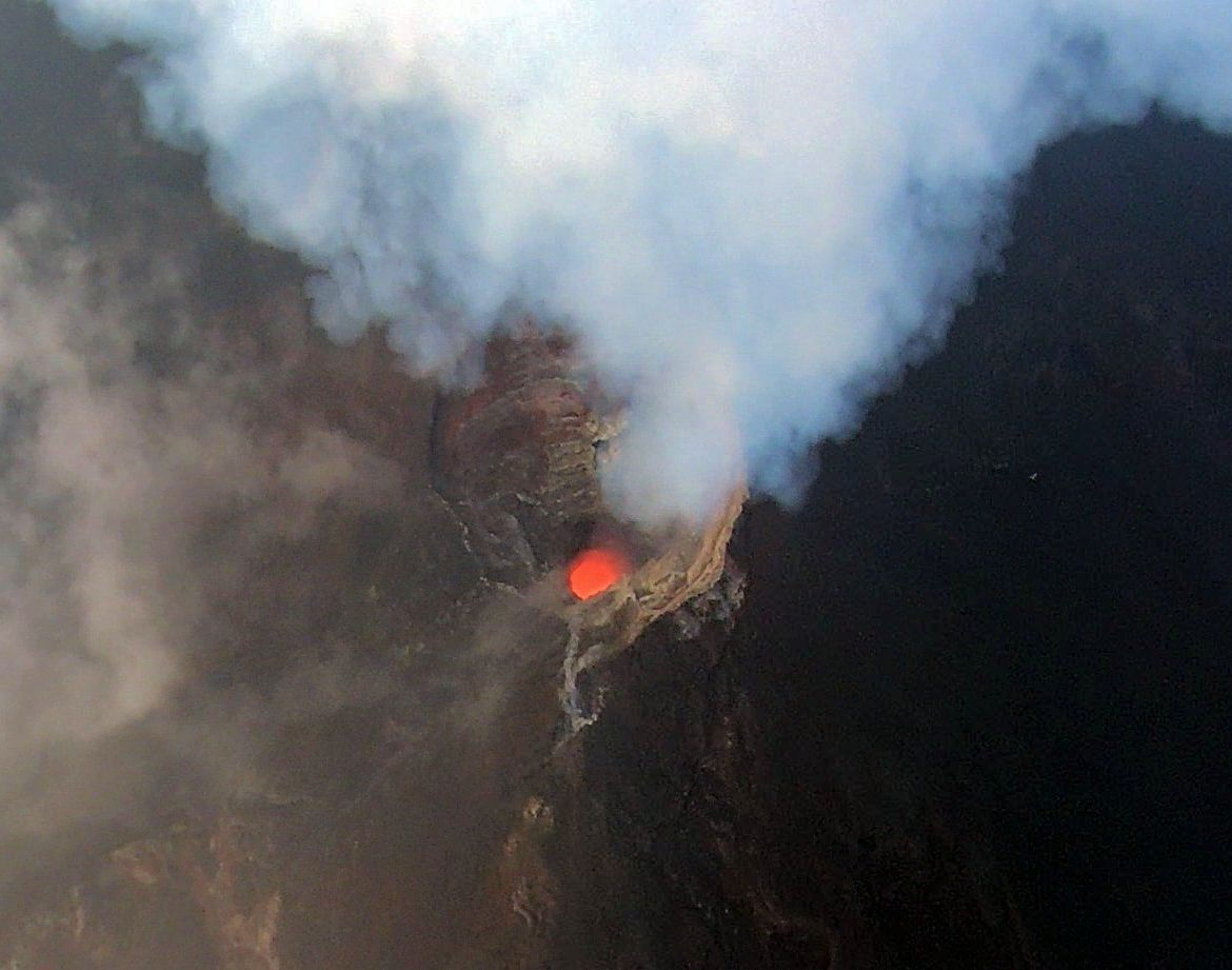 Manam - during the flyby on May 22, 2019, magma was present at shallow levels in the southern crater. and a strong plume emanated from the crater. - photo K. Wood