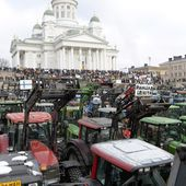 Finnish farmers in massive protest over financial woes
